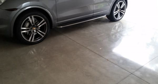Полированный бетонный пол в гараже