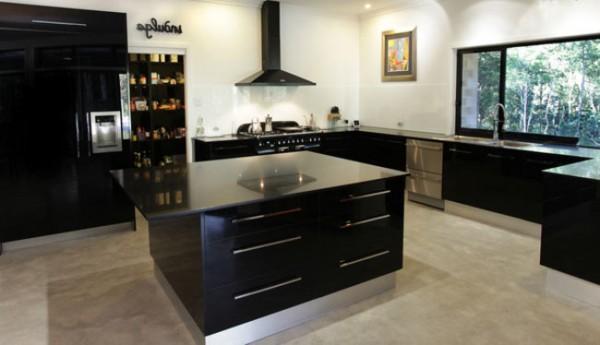 Полированный бетонный пол на кухне