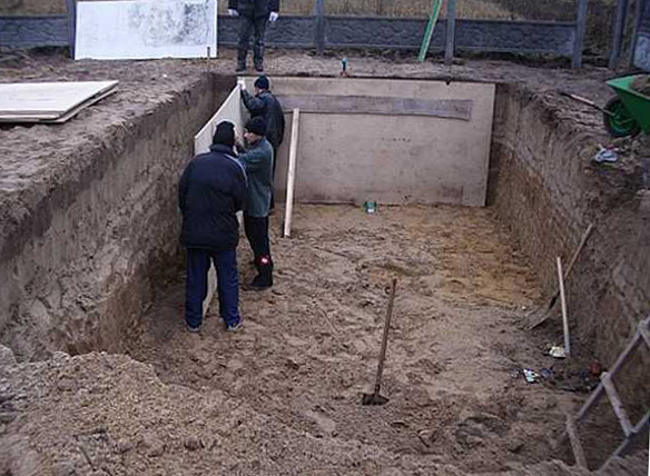 Бассейн в баню своими руками: роем котлован