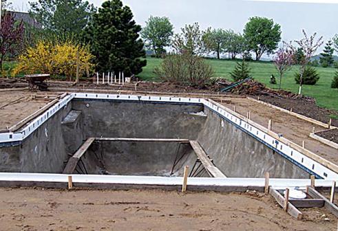 сооружение донной плиты в бассейне