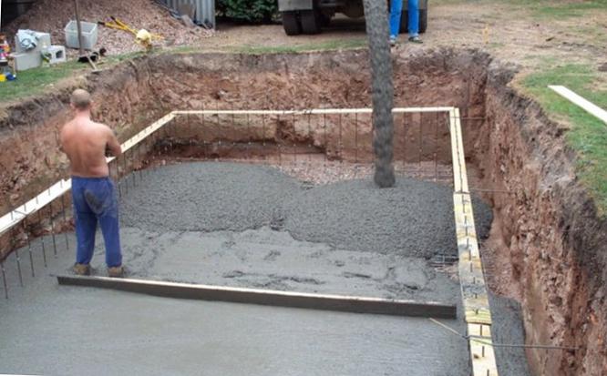 заливка дна бетона в бассейне