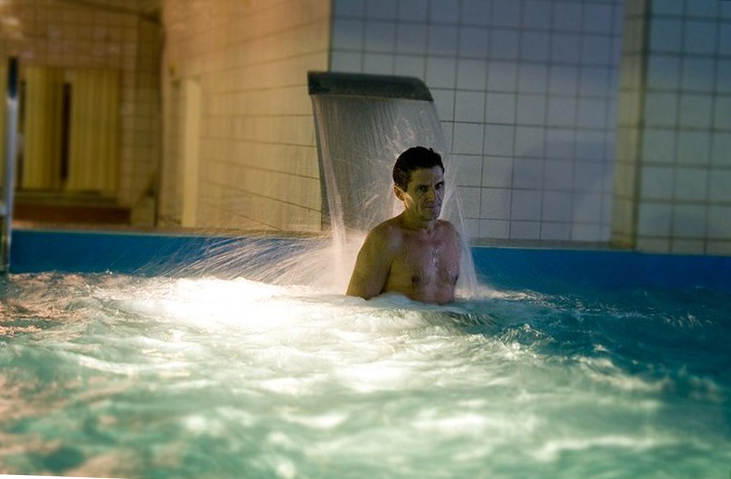 Бассейн в частном доме, выбираем гидромассаж для бассейна